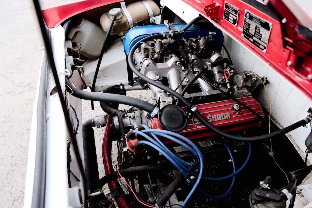 1970-luvun alussa kehitetty OHV-moottori palveli eri Škoda-malleja aina 1990-luvulle saakka. RS:n kilpaversiosta saatiin tehoa lähes 140 hevosvoimaa.