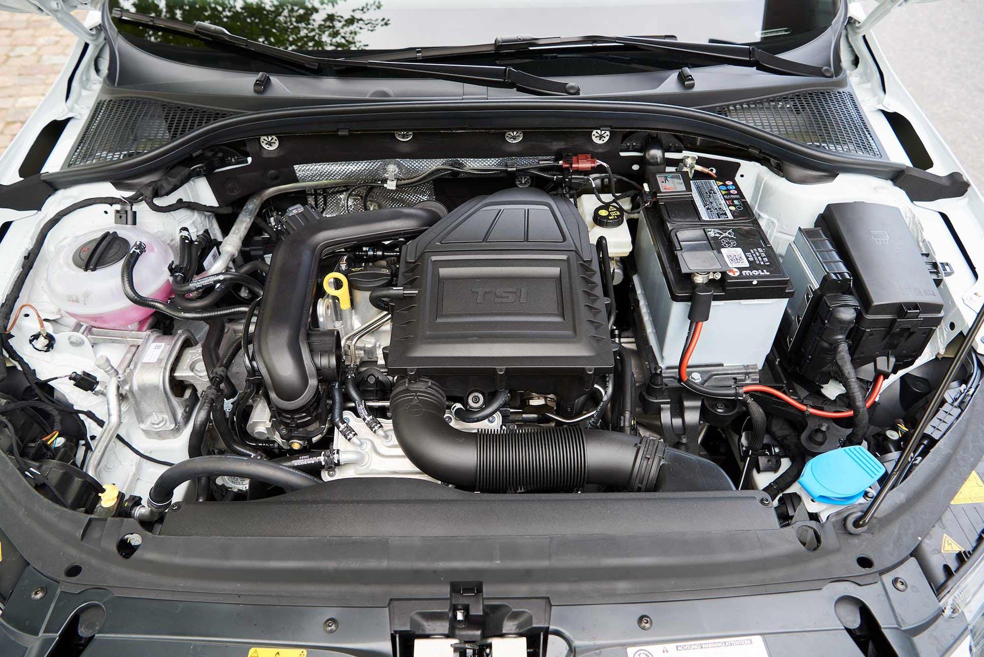 1.0-litrainen turbomoottori yllättää tehoreservillään ja vie kuormattunakin Octaviaa uskomattoman vaivattomasti.