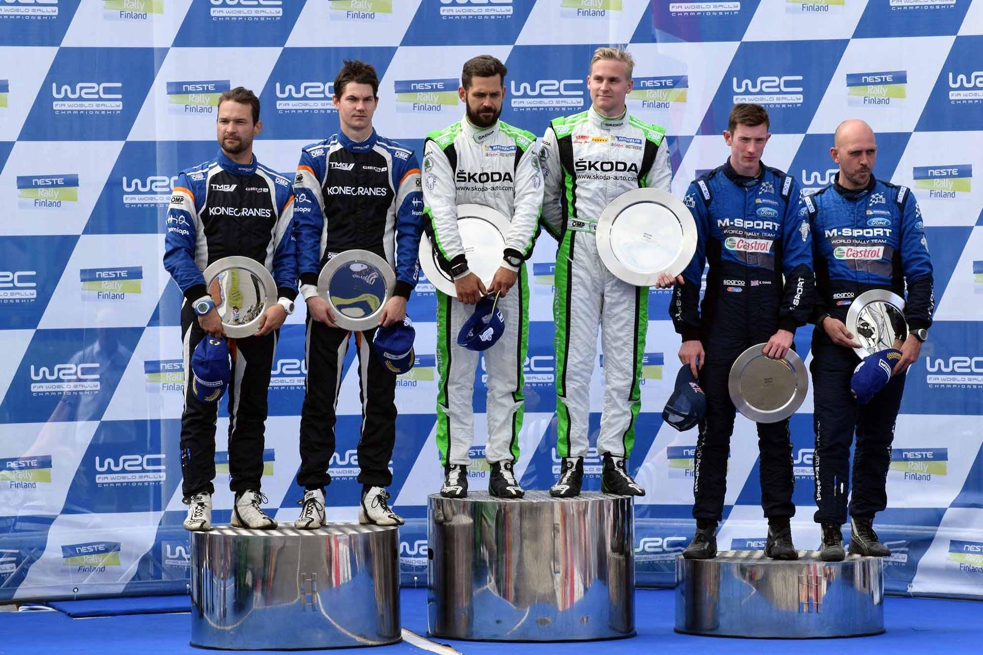 Esapekka Lappi ja Janne Ferm juhlivat toista perättäistä WRC2-luokan voittoa Jyväskylän MM-rallissa.