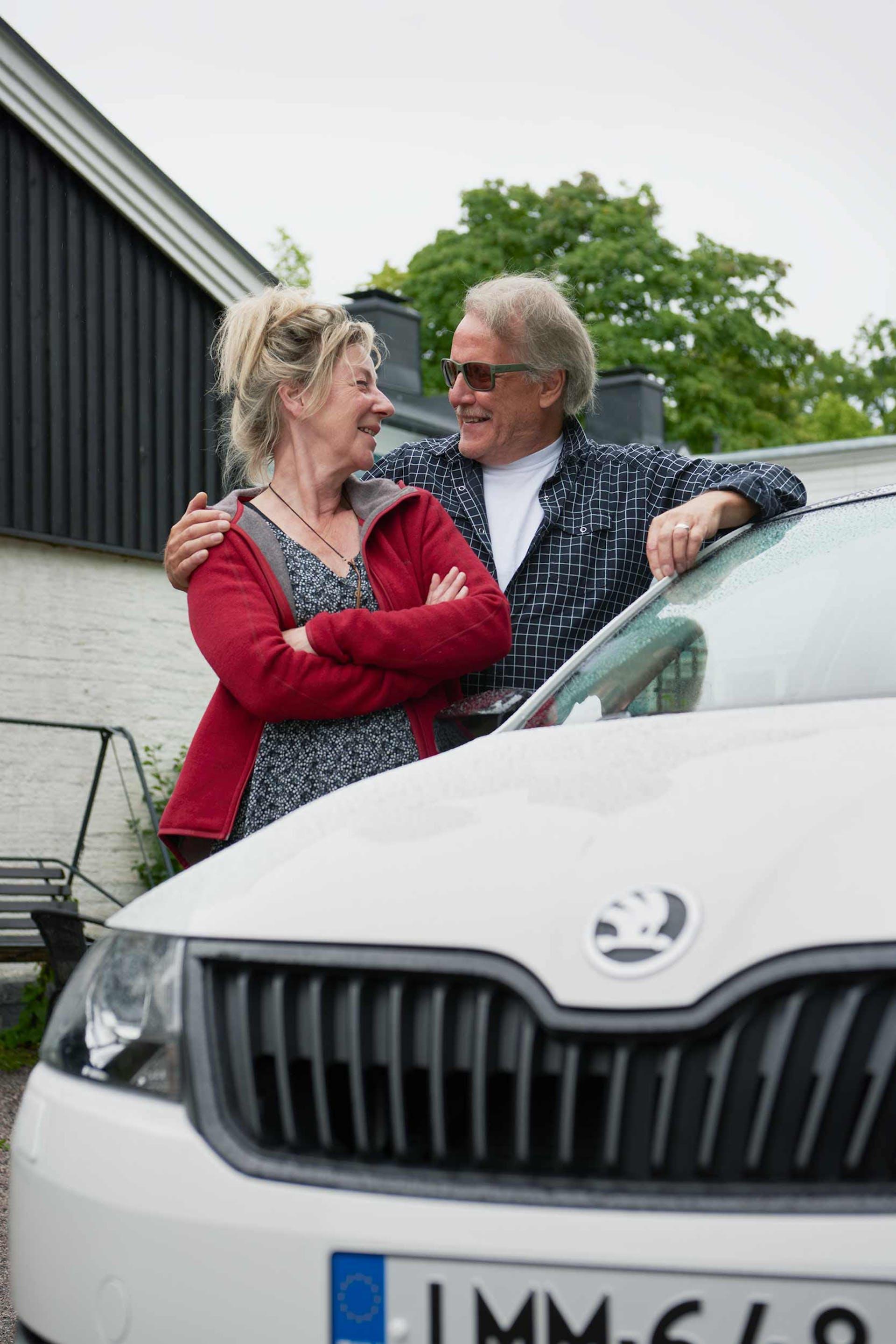 Kaija ja Ismo Tilanto sanovat olevansa ihan hurahtaneita uuteen Rapidiinsa. Yksikään auto ei ole tehnyt samanlaista vaikutusta.